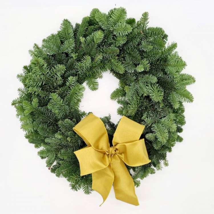 WREATH WITH GOLD BOW Thumbnail