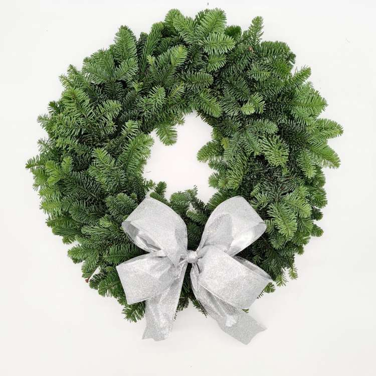 WREATH WITH SILVER BOW Thumbnail